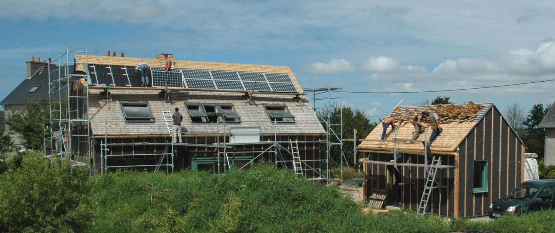 Photo construction dune maison écologique crédit photo laurent abéguilé
